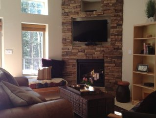 Wonderful, Warm & Immaculate 1 BR/1BA Condo, 4 Min Walk/Ski to Pioneer Glade