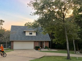 Country Cottage Close To Texas A&M -  2 Night Min. fenced back yard, wi-fi, TV