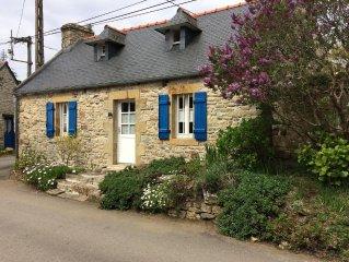 Ancienne maison de pêcheurs avec patio et jardin clos à Rostellec, Wifi.