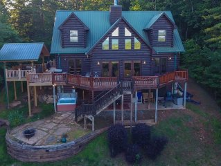 Rare 5 Bedroom Private Luxury Lodge Sleeps 12 w/Stunning Views- Hot Tub, Firepit