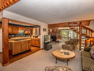 Luxury condo 3 Bed/3 Bath plus private loft close to everything!