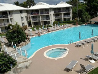 Newly renovated ocean view & pool side 2B condo for a perfect vacation