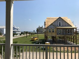 Family Friendly 5 BR / 4BA Galveston Beachside Vacation Home - Sleeps 16