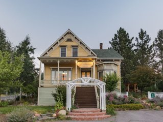 Gorgeous Historic Victorian - Walk to Downtown Truckee!