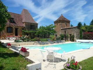 Ancienne ferme  en pierre,cloturée, piscine privée chauffée,internet