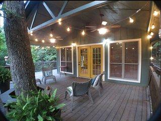 Rustic Modern Studio cabin~ Nestled in the trees