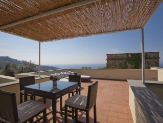 Villa con Torre Saracena e piscina vista mare vicino Sorrento