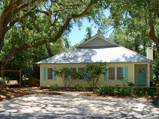 Great Location!  Charming Beach Cottage. 1 block to Beach