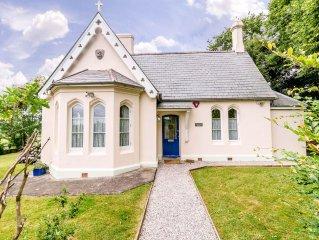 Detached Cottage,1/4 acre garden. Wonderful views, 3 bedrooms, pet friendly.