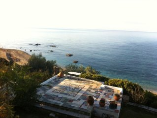 Villa Efelli: Beautiful seafront traditional Greek style villa, Ionian Coast
