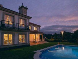 Villa de lujo con piscina y vistas al mar en Galicia