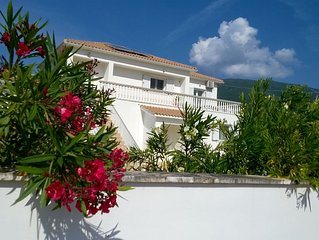 Family Holiday Villa with Private Pool - near Wonderful Beaches