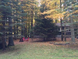 Tranquility Cottage at Arrowhead Lake ~ Fireplace, Fpit, WiFi ~ Close to Skiing