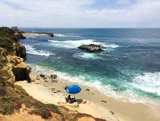 Ocean Front, Bright and Cheery Condo on La Jolla Cove