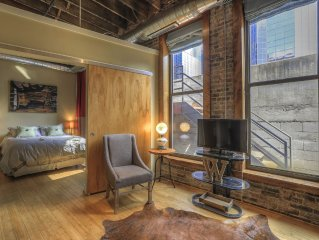 Downtown Nashville Loft WINTER SALE! Walk to Honky Tonks! Willie, Sleeps 2 Music
