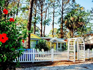 Sandy Toes Beach Cottage!  Pet Friendly! Fenced Yard! 4 Blocks to Beach!