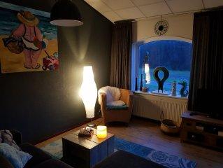 Gesmackvoll eingerichtete Appartement mit grosses balkon, 350 mtr vom strand