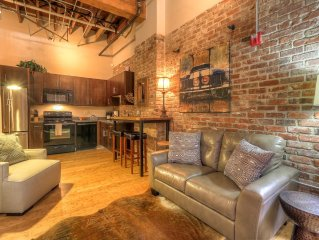 Stay Downtown Nashville Walk Everywhere! Waylon, Sleeps 2 MusicCityLoft!