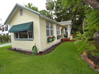 Dunedin Cottages Sweetheart Cottage 2 bedrooms 1 bath | A Short Walk to Downtow