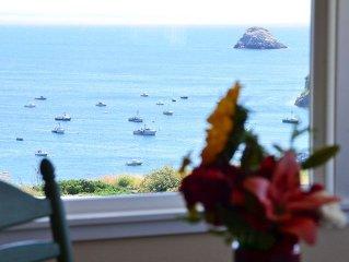 Buoy Bell,2 Bdrm Condo - Ocean Views, Above the Bay w/ Beach Access & Hot Tub