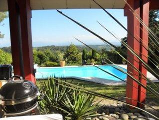 Belle villa climatisée avec piscine au sel chauffée.vue montagne, grand jardin.