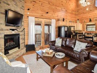Higher Escape-Luxury Cabin, 2BD/2Bath+Full Bed in Loft, Gated, Pools, Mini-Golf