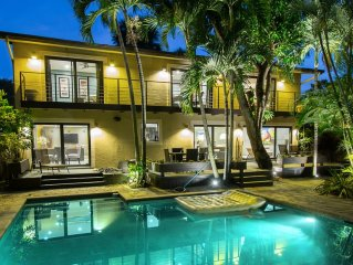 Modern Two Story Lush Paradise with private POOL - only 10 minutes from Beach