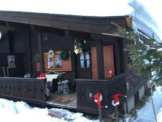 Cottage quaint and cozy away with parking space about 300 meters from the lift