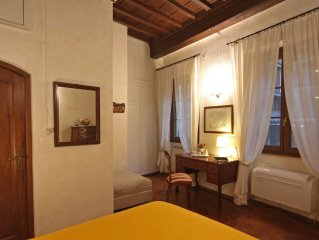 Charming apartment near Ponte Vecchio Free Wi-fi, Aircond,  bikes and Garage!
