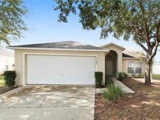 Kid Friendly 3 Bedroom 2.5 Bath Pool home 7 mi to Disney 6582)