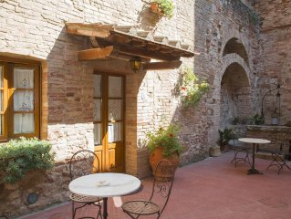 san gimignano apartment  in historical center,  courtyard  and fast wifi free