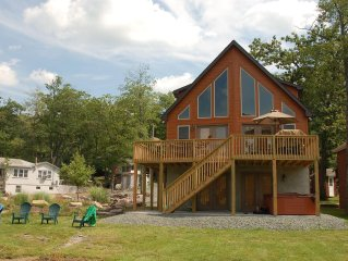 Beautiful Lakefront Home - Hot Tub, Sauna, Pool Table