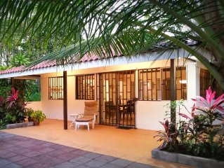 Beachfront house! Playa Bandera, Parrita, Costa Rica - Free WIFI. Try surfing!