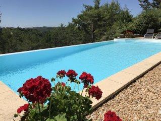 Maison de charme, fleurie, avec vue exceptionnelle, piscine à débordement privée