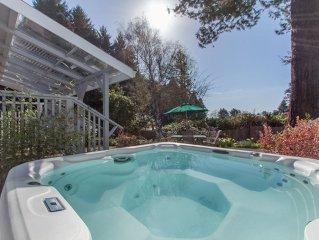 Coastal Cottage- Sleeps 8, 2 bath, Hot Tub, in sunbelt above Moonstone Beach