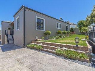 Freistehendes Einfamilienhaus mit Pool und Meerblick