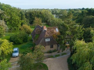 Detached Rural Cottage In Sidlesham, Chichester - with hydrotherapy hot tub