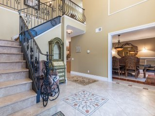 Truly special! Huge North Fork Villa Great for multiple families- Walk to beach