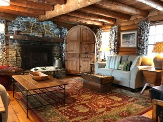 Stowe Log Cabin: Private, 5 Acres, Hot Tub, fireplace, WIFI, Polite Dog OK