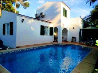 Chalet unifamiliar con piscina privada y aire acondic. a sólo 100 m de la playa