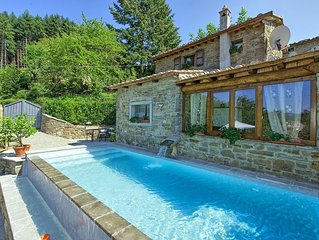 Sweet two-bedroomed villa with private pool and panoramic views close to Cortona