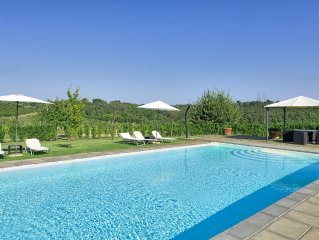 Large, brand new apartment in farmhouse with swimming pool and air-conditioning