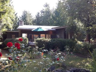KEMA  Hornby Island - House - Waterfront access on property across road