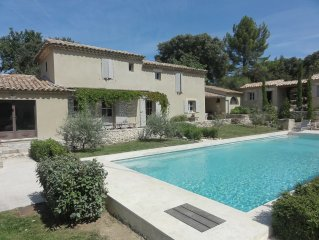 Lovely 1850 'mazet' with private pool alongside the 'Canal de Carpentras'