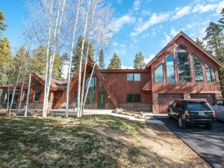 Large home 3 blocks off Main Street with Fabulous Ski Hill Views