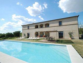 Villa 10 posti letto, con piscina privata.