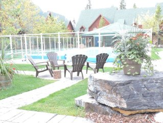 A Vacation Awaits!!! OPEN POOL/HOTTUB