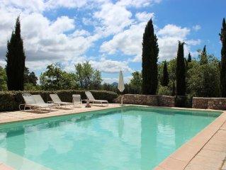 Mas de charme  'La Boussone' au coeur de la Provence, piscine privée et tennis.