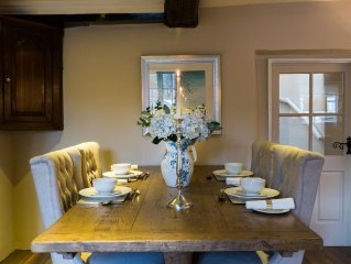 Superb Lakeland Cottage Built in 1698 Just A 3 Min Walk To Keswick Town Centre