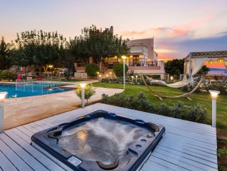 High Quality Villa with Panoramic Sea View & Full Facilities, Next to the City!